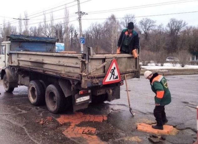 Beginilah Cara Kontraktor Di Russia Membaiki Jalan Raya Berlubang
