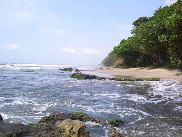 Pantai Karang Nini dari Bawah