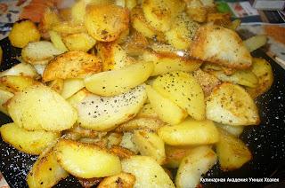 картофель выложить на тарелку
