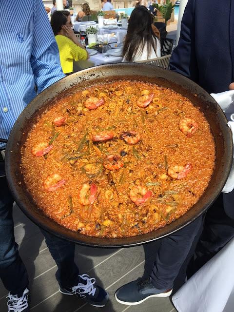 Paella de chipirones y ajos tiernos