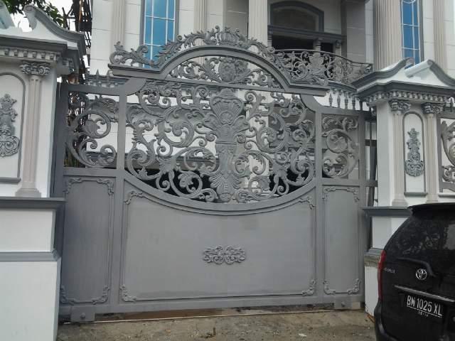 Pintu Gerbang Klasik Besi Tempa Desain Pagar Rumah Mewah