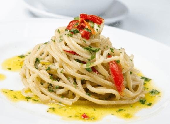espaguete-ao-alho-e-oleo