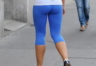 Sexy chica calzas pegadas ejercicio