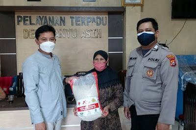 Warga Mauk yang Sedang Isoman Dapat Bansos dari Polresta Tangerang
