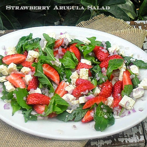 Strawberry Arugula Salad ~ Delicious sweet and salty salad combination ! #StrawberrySalad #Salads