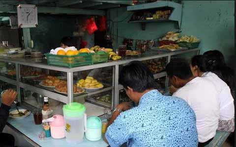 Buka Warung Makan Di Siang Hari Pada Bulan Ramadhan, Bagaimana Hukumnya?