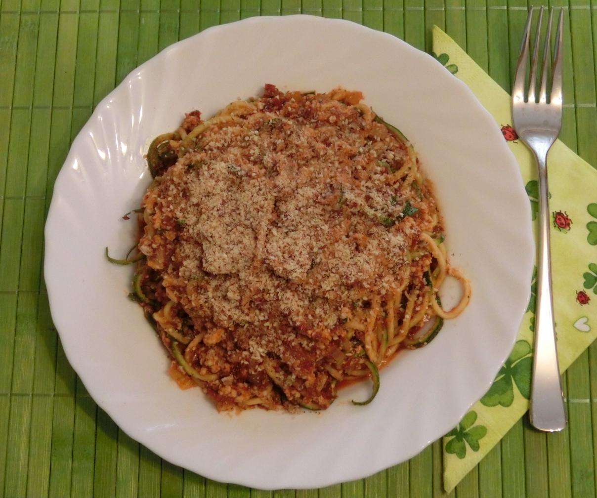 zucchini spaghetti schneiden low carb zucchini spaghetti mit salsa di pomodoro italiano. Black Bedroom Furniture Sets. Home Design Ideas