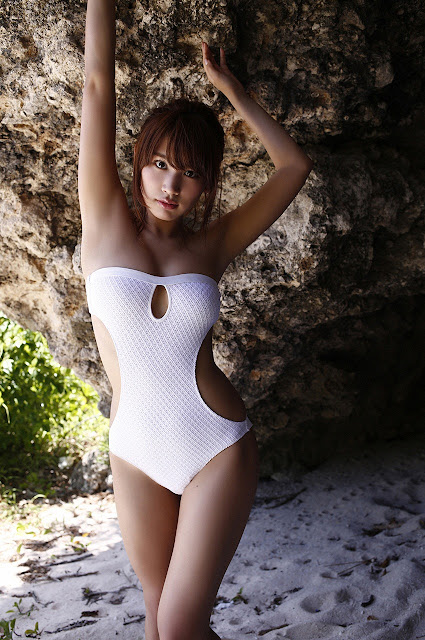 久松郁実 Hisamatsu Ikumi Sexy On Beach Images 03