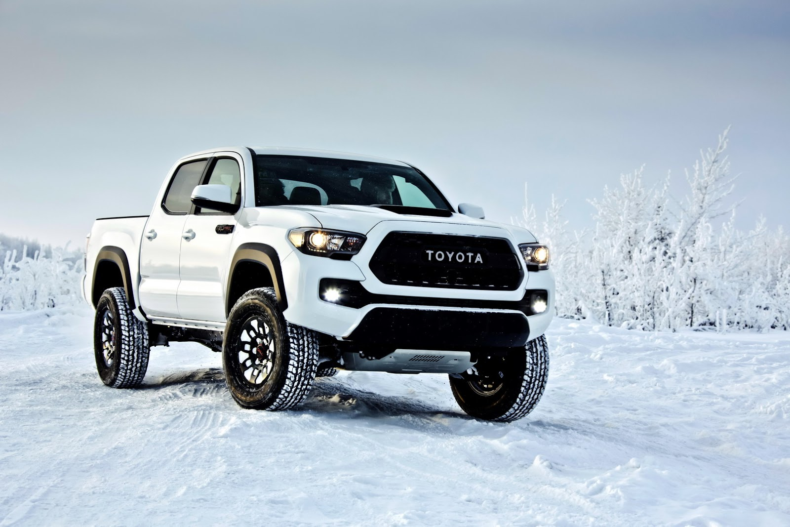 Double Cab Pickup Trucks >> 2017 Toyota Tacoma TRD Pro Is Like A Japanese Raptor Without The Power | carscoops.com