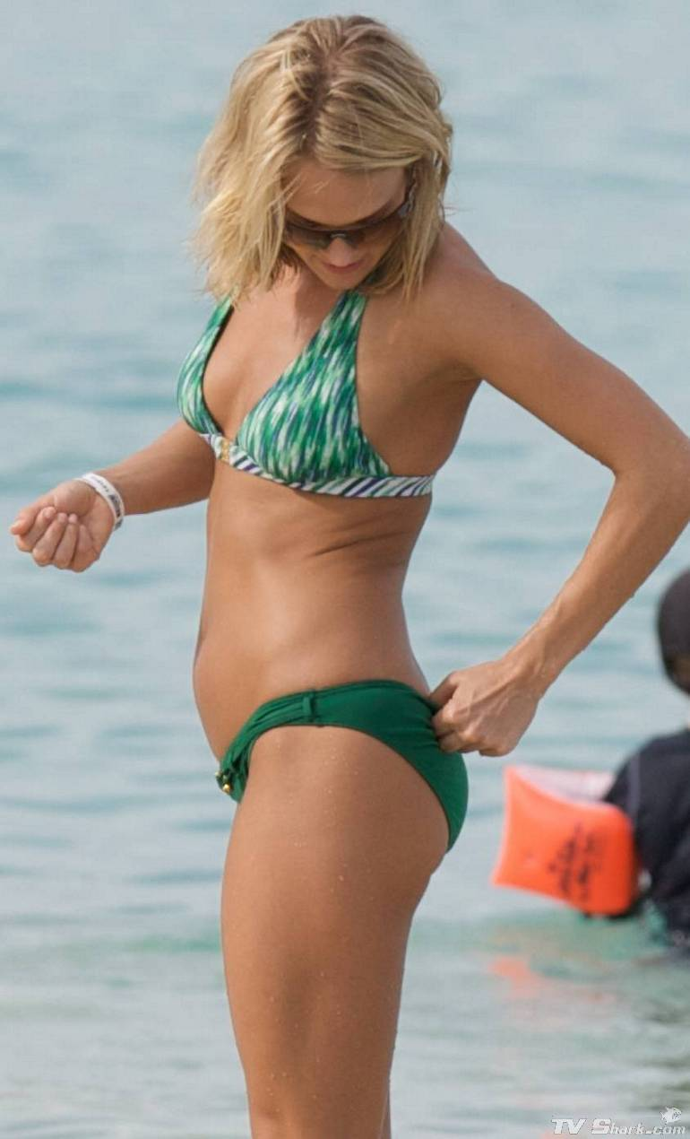 Carrie Underwood Carrie Underwood Bikini