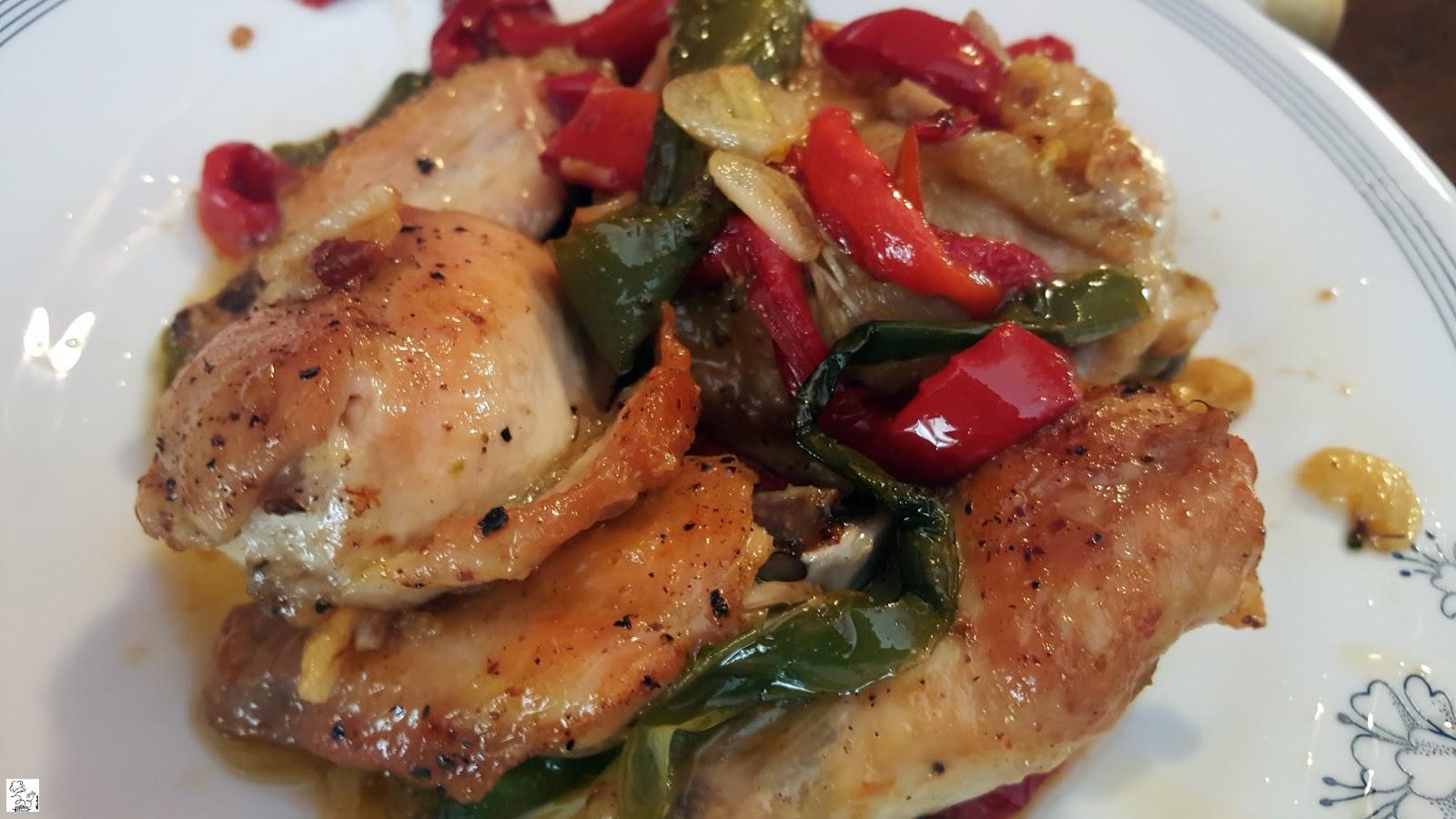Pollo con pimientos asados - Cocinar pimientos asados ...