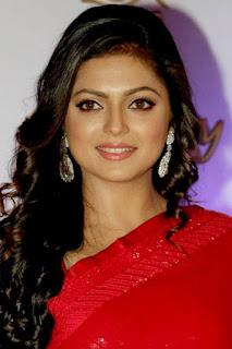دراشتي دهامي (Drashti Dhami)، ممثلة ومقدمة برامج وراقصة هندية