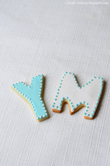 i heart baking!: monogram wedding cookies