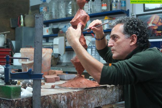 La equilibrada 'Serenidad' de Tomaso Hernández, un nuevo elemento escultórico da la bienvenida en Puntallana