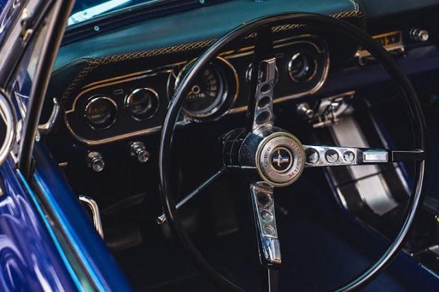 Ford Mustang lap tham lot san Thai Lan