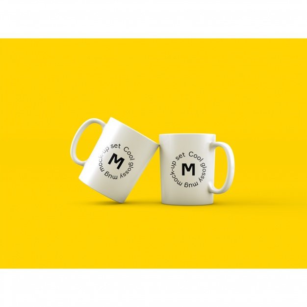 Two mugs on yellow background mock up Free Psd