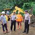 Turun Langsung di Lokasi Longsor, Sekot Lolowang Himbau Warga Selalu Waspada
