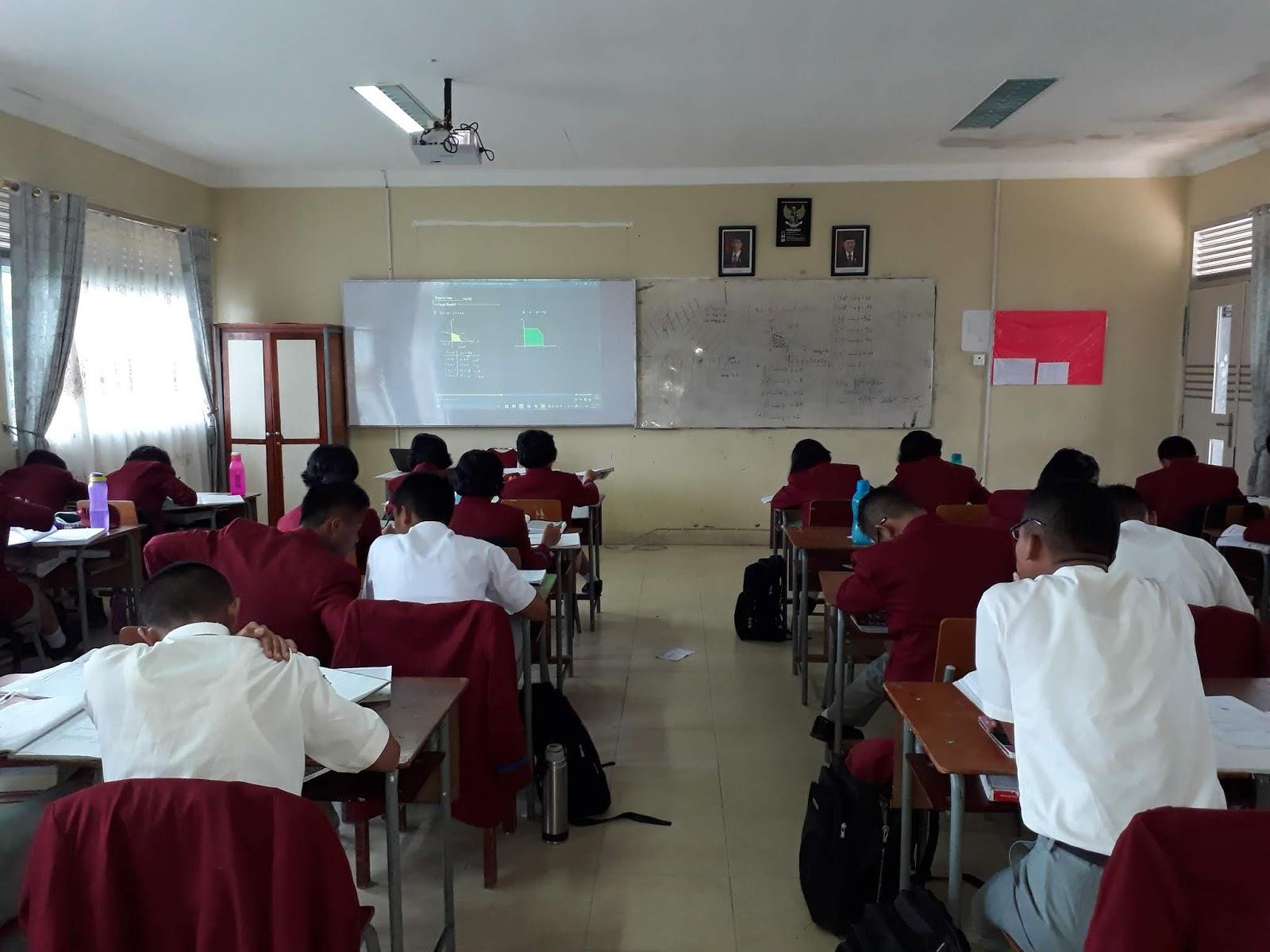 Belajar Membuat Penelitian Tindakan Kelas (PTK): Kajian Teori dan Metodologi PTK