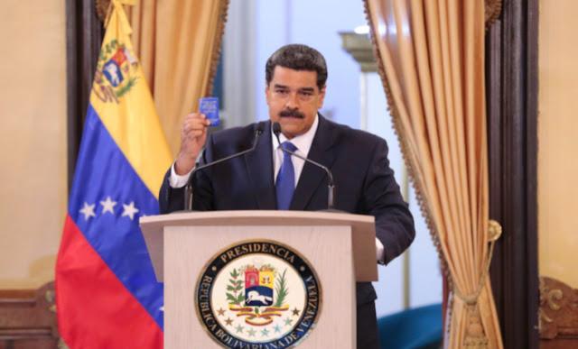"""Maduro pidió a sus funcionarios poner sus cargos a la orden para una """"reestructuración"""""""