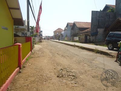 Proyek Rigit Depan Pasar Purwadadi Subang Terbengkalai depan SDN II Purwadadi