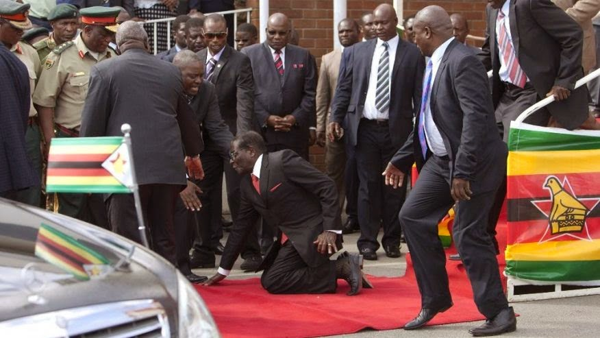 Zimbabwe dictator Mugabe falls down steps, photographers