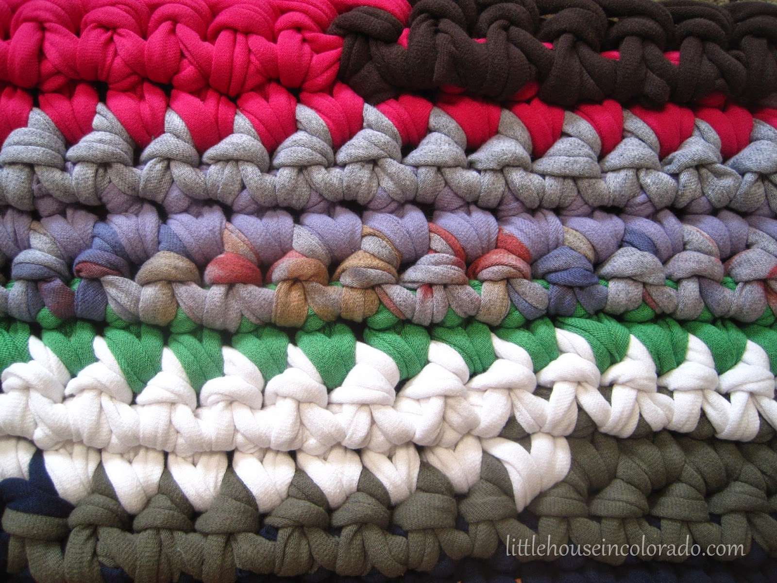 Little House In Colorado: Crochet A Recycled T-Shirt Rug