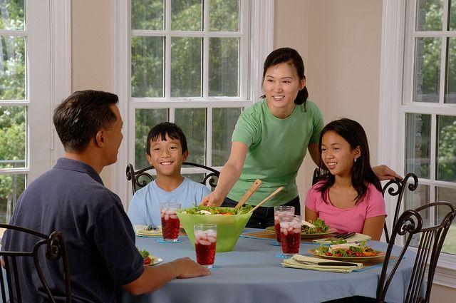 10 Cara Membuat Suami Anda Betah Di Rumah