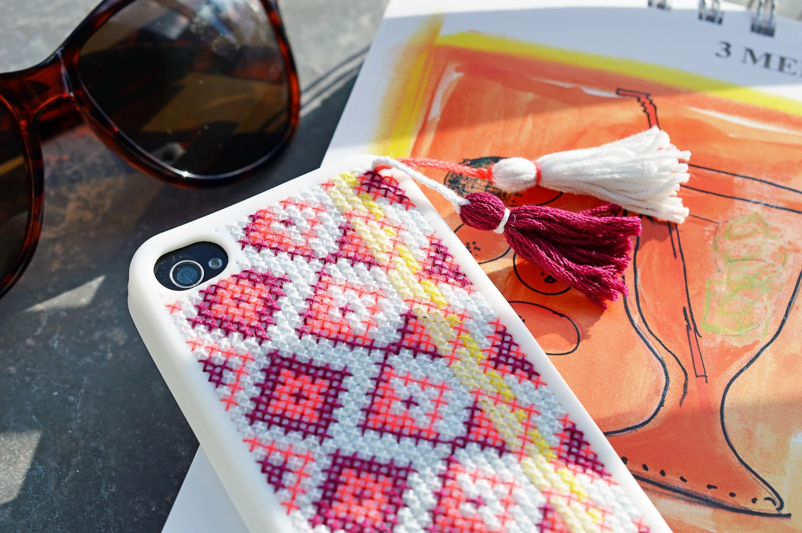 DIY Embroidered Phone Case | Free template | Motte's Blog