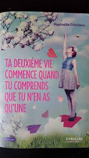 http://www.eyrolles.com/Loisirs/Livre/ta-deuxieme-vie-commence-quand-tu-comprends-que-tu-n-en-as-qu-une-9782212561166