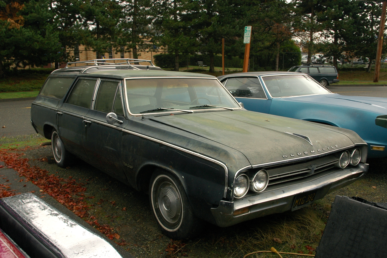 old parked cars 1964 oldsmobile vista cruiser f 85 station wagons. Black Bedroom Furniture Sets. Home Design Ideas