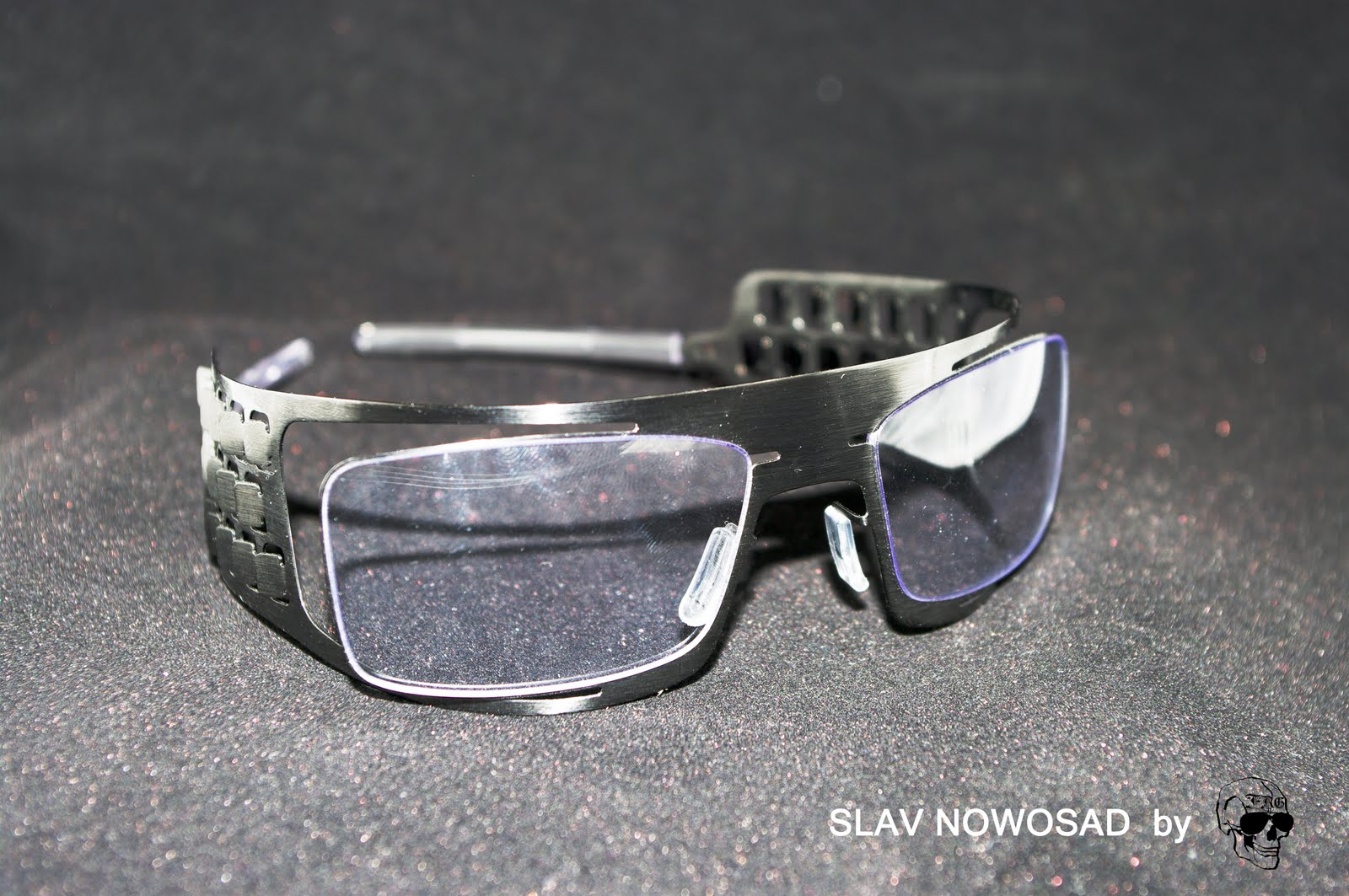 C est un énorme coup de coeur que nous avons eu pour la créativité et  l audace de ces paires de lunettes envoûtantes. 95b742294a57