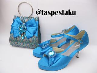 Tas Pesta Mewah Tenun Sari India dan Sepatu Matching Biru Tosca