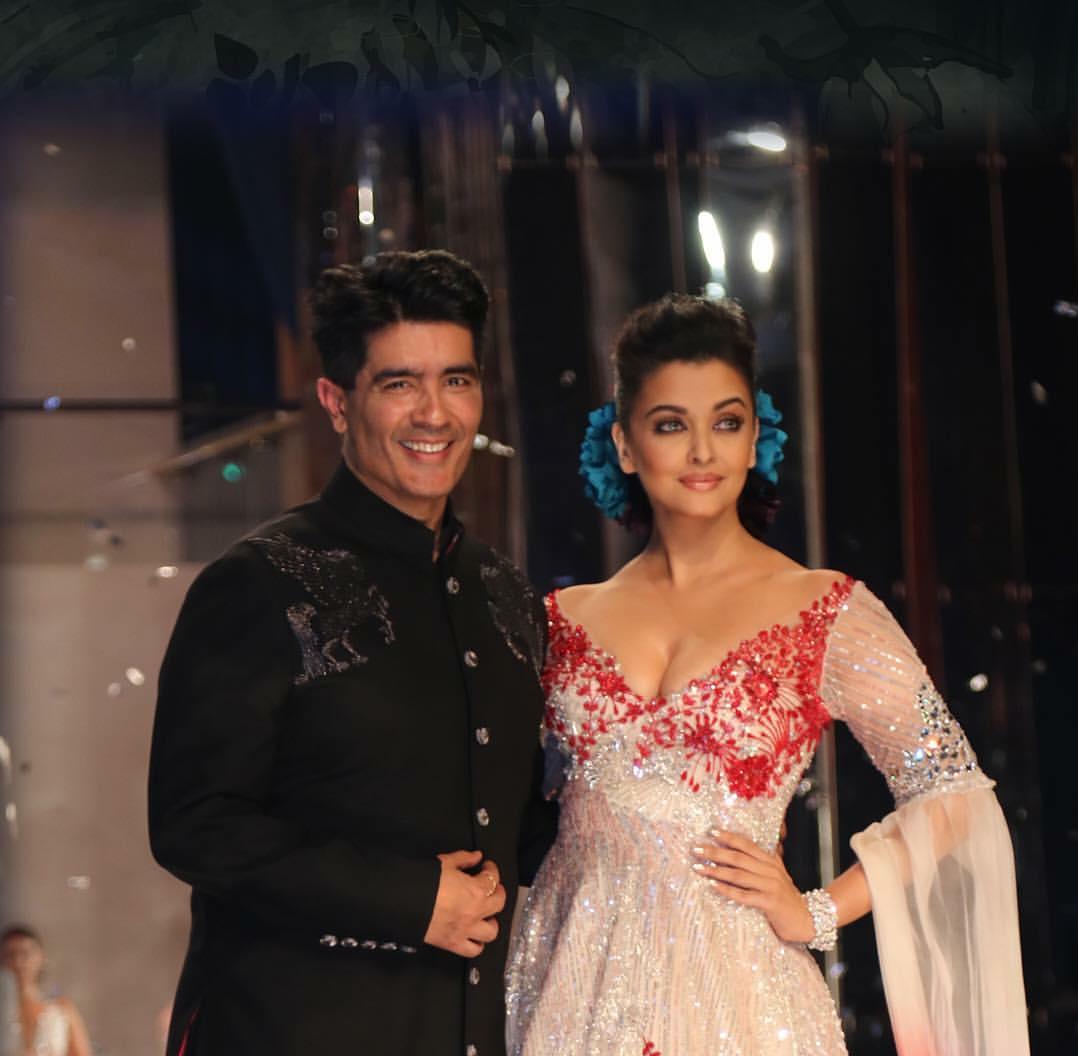 Aishwarya Rai Walks for Manish Malhotra