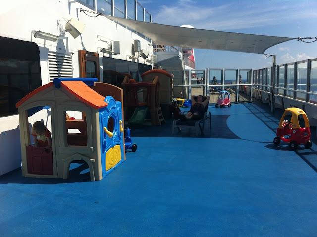 Risteilyalusten leikkipaikat ja ohjelma lapsille
