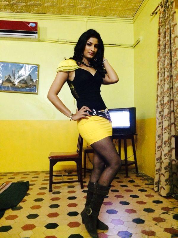 'Size Zero' Poonam Dubey is the Kareena Kapoor of Bhojpuri ...
