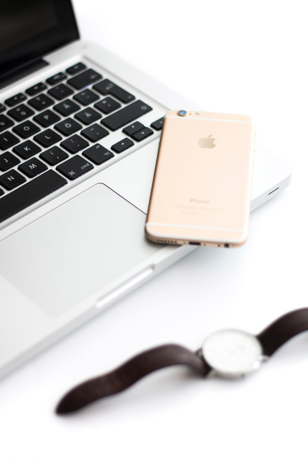 Lifestyle blogger photo. Macbook Pro, iPhone 6 gold 128gb, Daniel Wellington watch