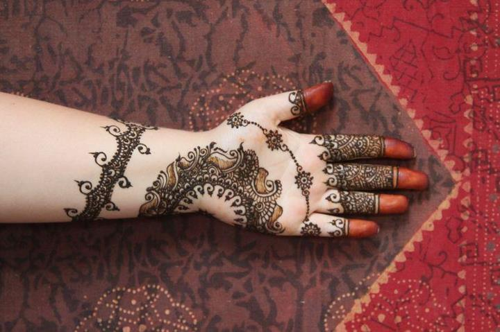 Pakistani Mehndi Designs for Eid Latest Legs Mehndi Henna Designs Ideas Cute Henna Tattoos Designs for Legs Step by Step Henna Tattoo Art Pictures Latest Bridal Mehndi Designs Ideas for Legs  Leg Mehndi Designs - Simple & Easy Henna Patterns Find Latest Collection of Leg Mehndi Designs Images & Patterns that are very Simple and Easy.