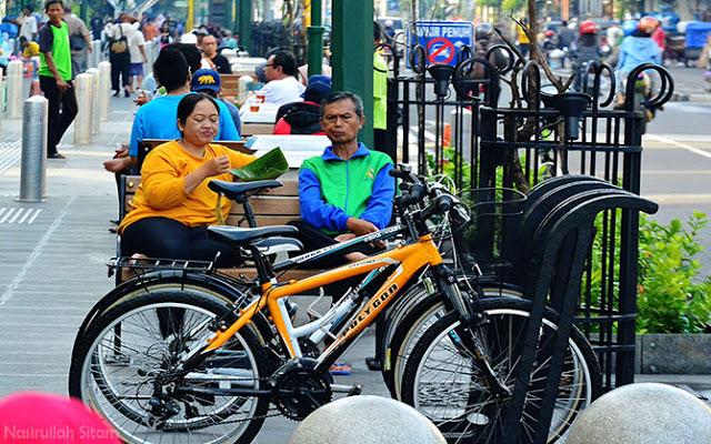 Sepeda dan kuliner pagi di jalur pedestrian Malioboro