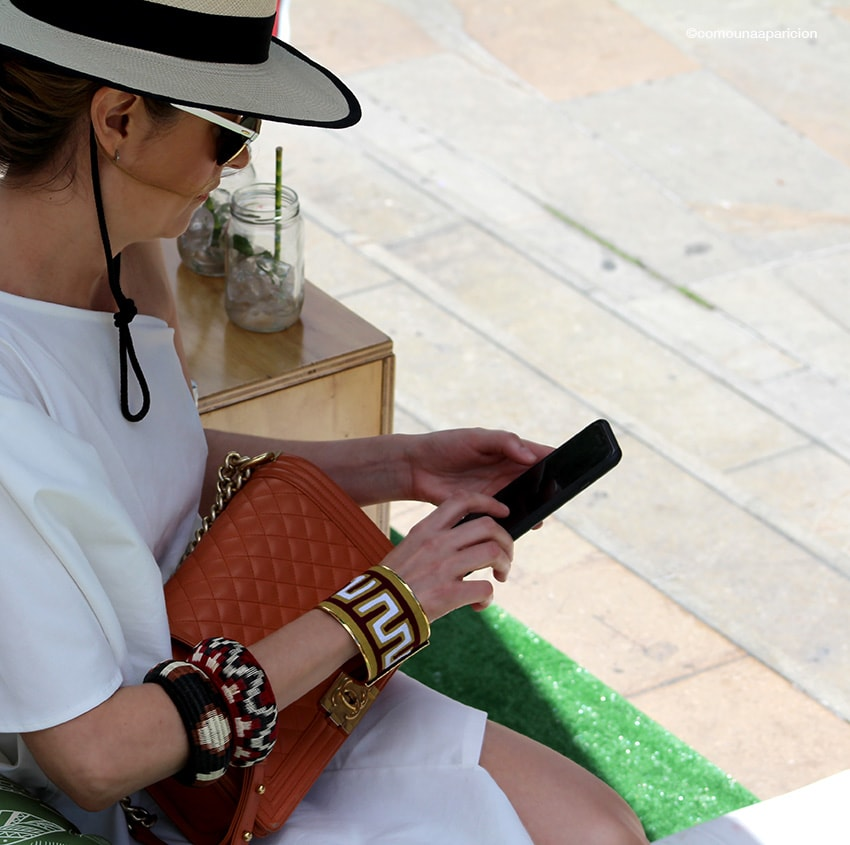 como-una-aparición-street-style-fashion-moda-en-la-calle-accessories-hats-sunglasses-white-dress-of-the-shoulder-chanel-boy-bag-gloria-saldarriga-fashion-summer-fashion-week-colombiamoda-2016-fashion-bloggers