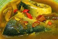 cara-membuat-pindang-ikan-mas-resep-bumbu-kuning-khas-sunda