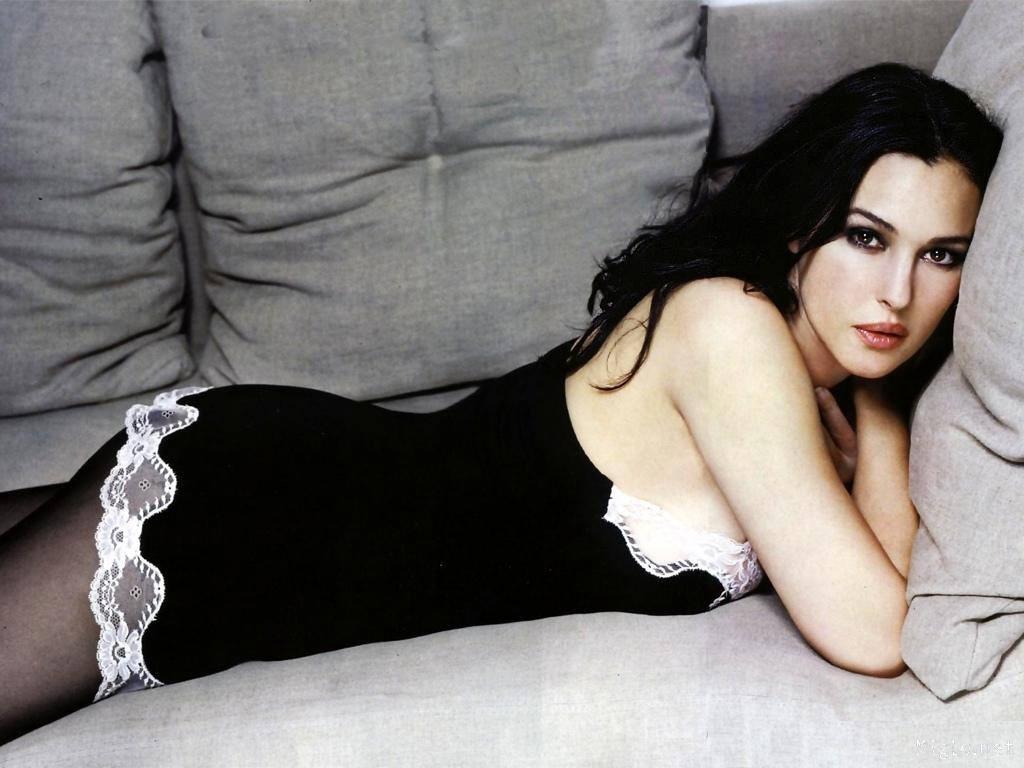 Bellucci Calendario.Coco Du Trocadero An Italian Beauty Monica Bellucci