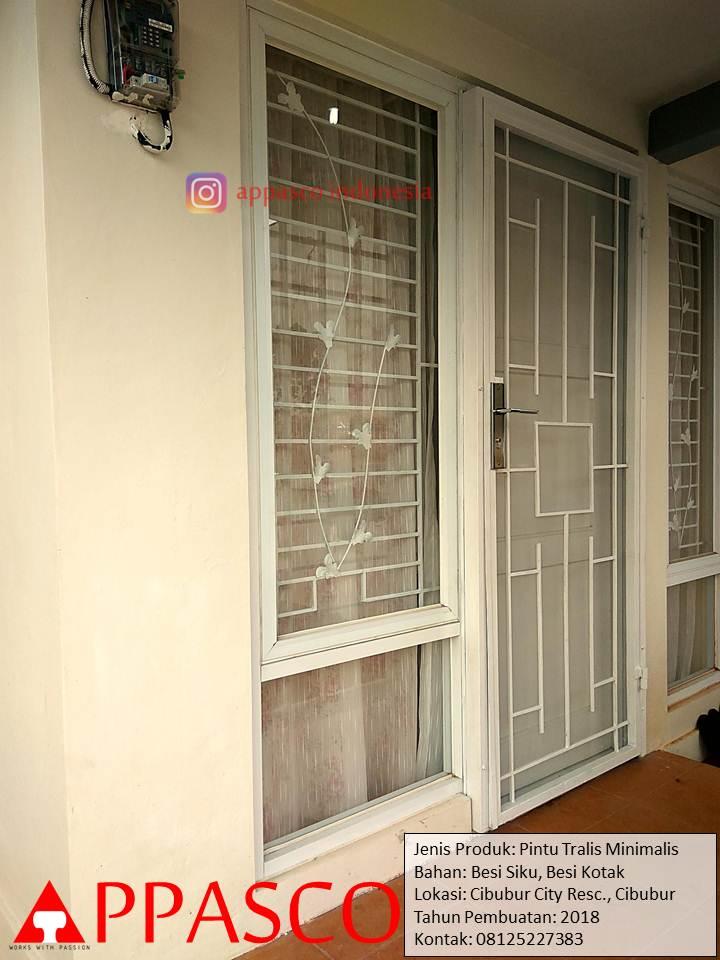 Pintu Besi Minimalis Modern di Cibubur Residence