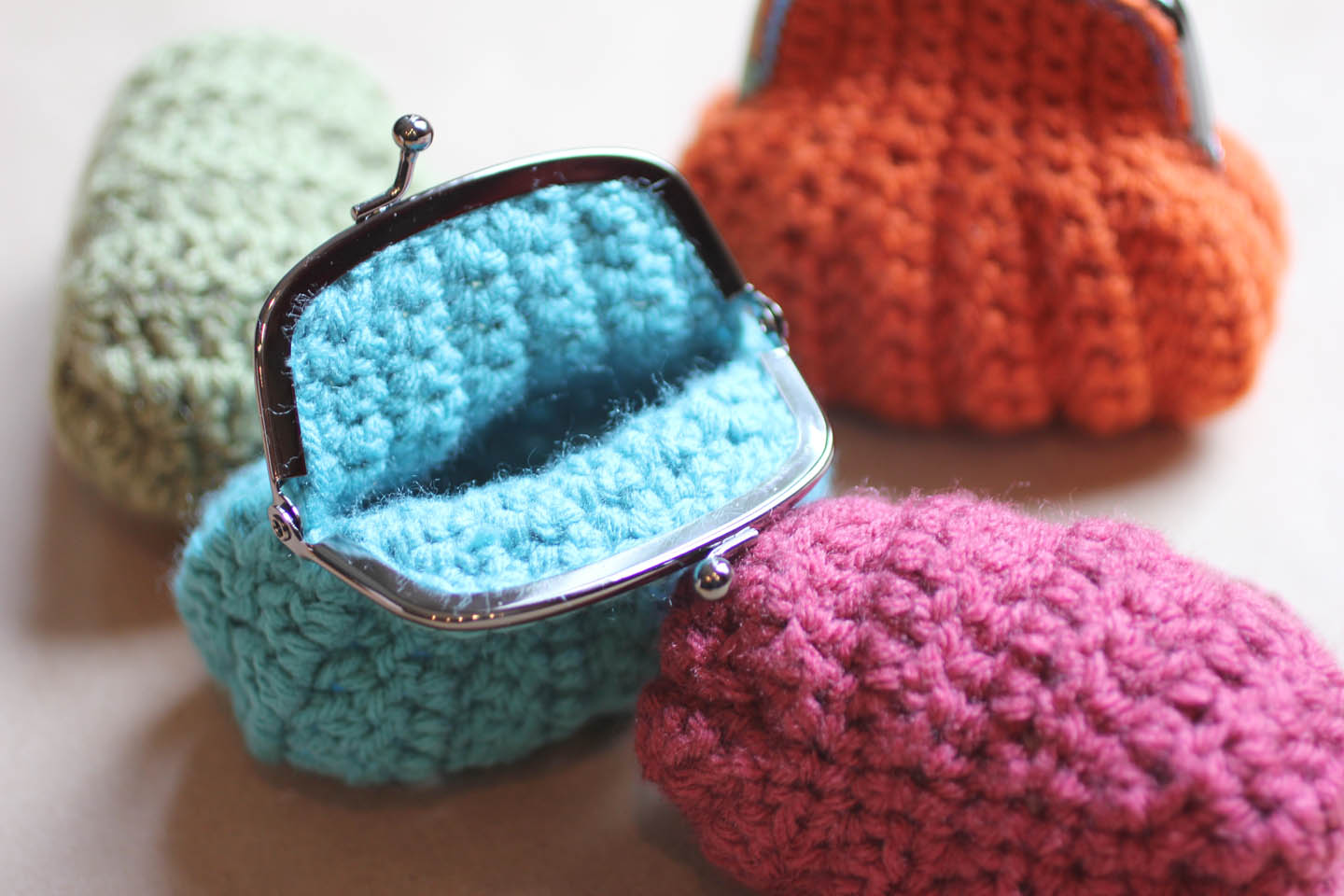 Crocheted Handbag : Crochet Coin Purse - Repeat Crafter Me