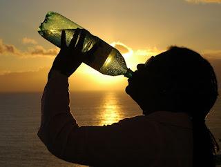 https://pixabay.com/en/thirst-water-woman-drink-bottle-1317042/