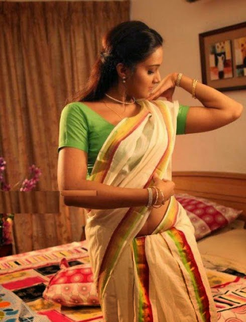 Sonia Mann Hot Navel Pics In Saree Green Blouse Photos ...
