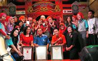 http://hennaclubindonesia.blogspot.in/2013/02/acara-888-henna-art-utk-rekor-muri-di.html
