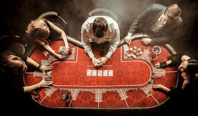 Perbedaan pemian perfesional dan amatir dala poker online