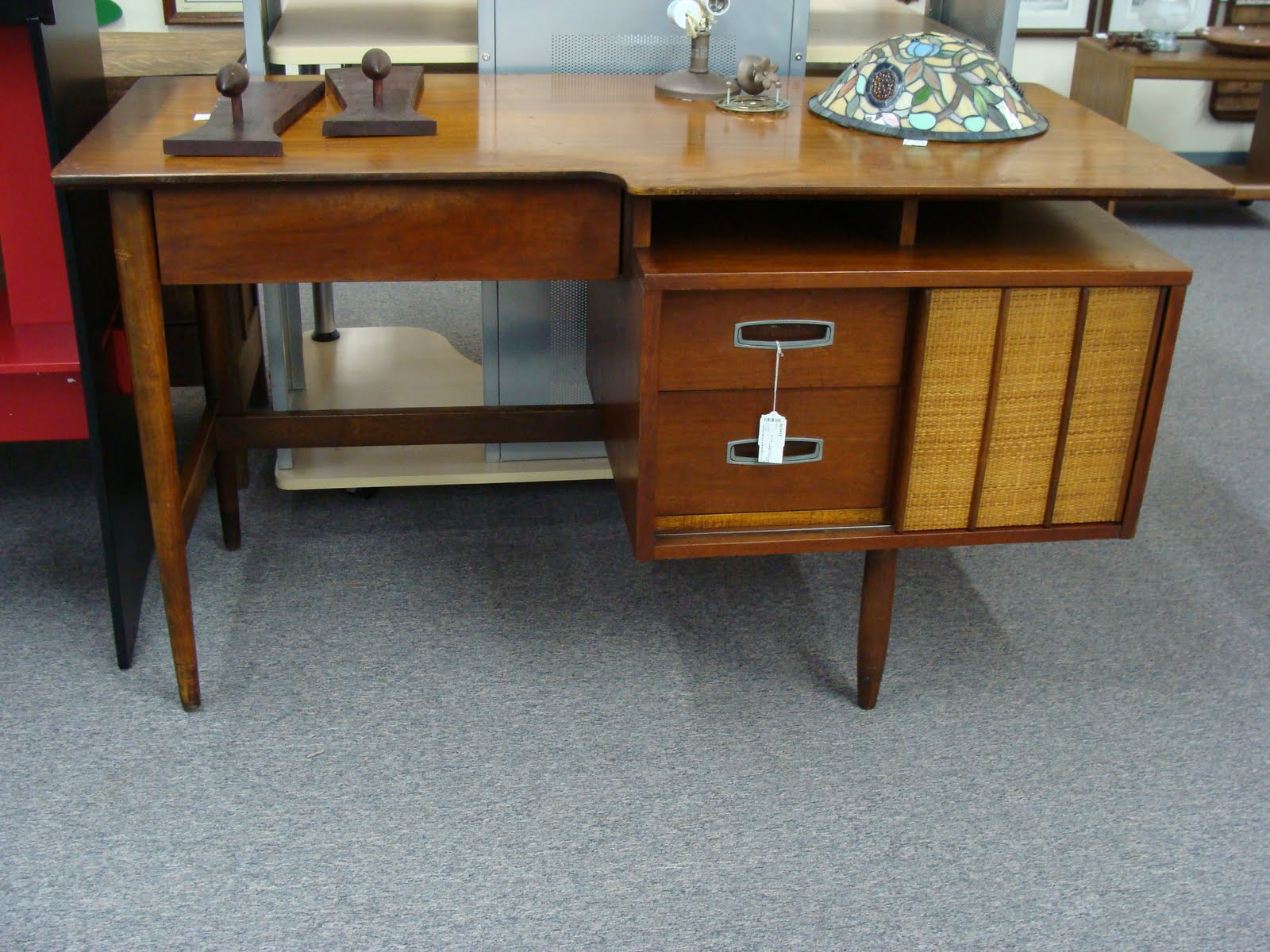 This Fantastic Mid Century Danish Modern Desk Was Spotted Amongst The Riff Raff Regular Old Metal Desks Yawn At A Consignment Over Weekend