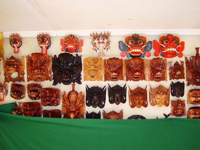 Изображение сувенирных масок