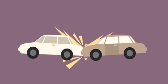 Mobil BMW Ringsek Seruduk Pembatas Jalan Tol